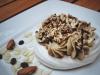 """Десерт сухумский """"Легенда"""" – пироженое бизе с кофейным кремом и жаренными орешками"""